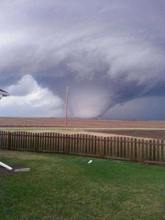 Twister kills 1 in Illinois; storm moves south and east
