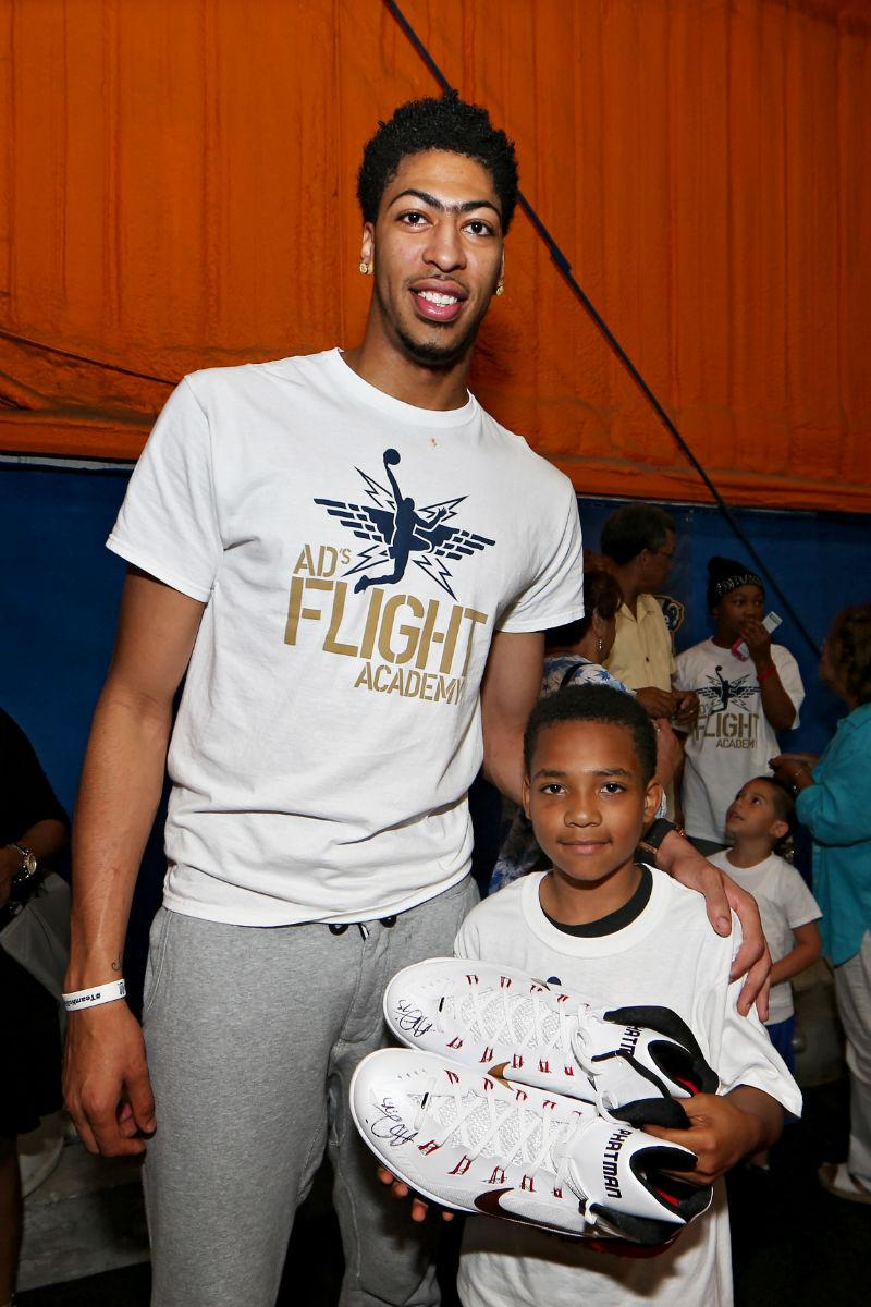 """Anthony Davis on Twitter: """"Awesome time with the kids at # ..."""