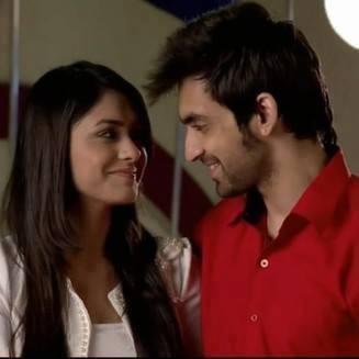 Mrunal thakur and arjit taneja dating service