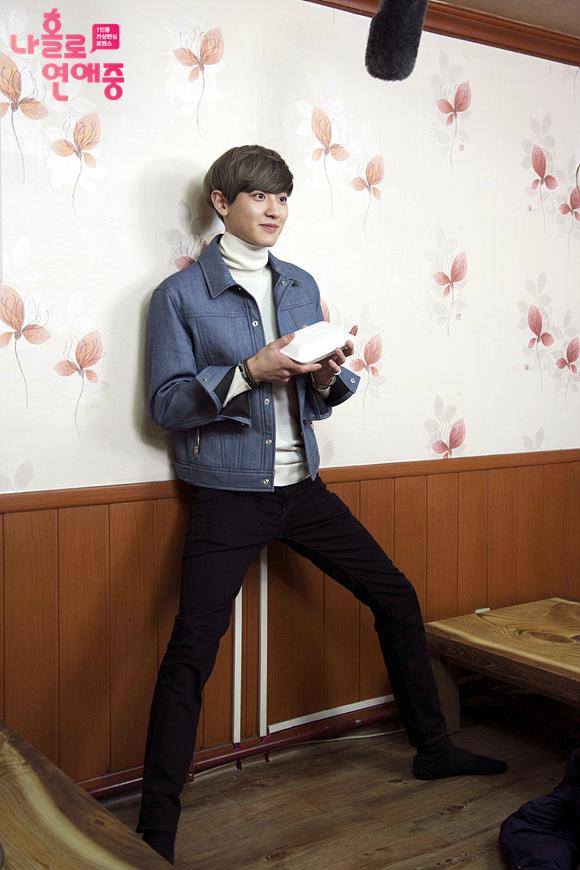 park chanyeol dating alone