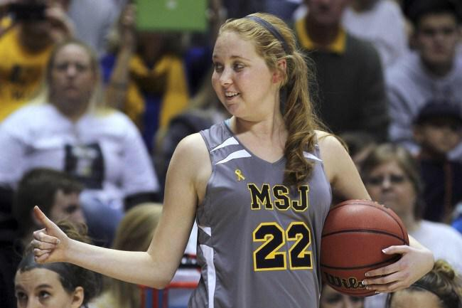 Our thoughts go out to the family and friends of Lauren Hill, an amazing, inspirational person http://t.co/Y9qlDTn8m7 http://t.co/7uXpns3uYS