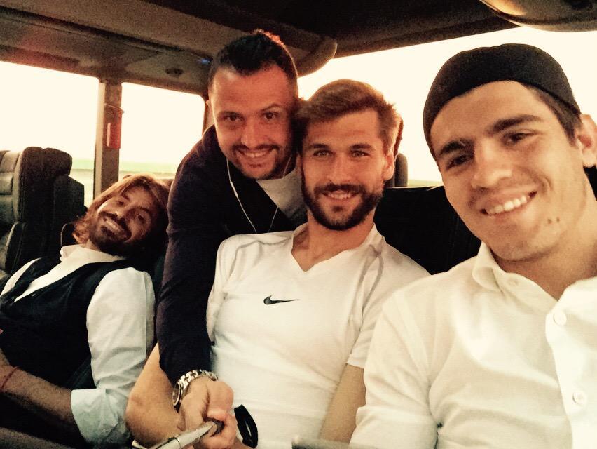 FOTO Selfie giocatori Juventus nel pulman verso Parma