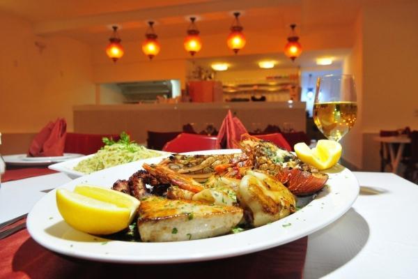 #GastronomiaES - Grelhada de mariscos e adega para 1,5 mil garrafas em novo 'point' de Vitória http://glo.bo/1Fs20Icpic.twitter.com/wkTomPppkg