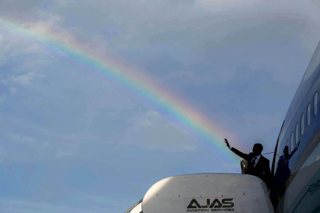 Creatures in the area with 8 hit dice or less are blinded for 2d4 rounds by Obama's prismatic spray. http://t.co/UTNzVeTXDp