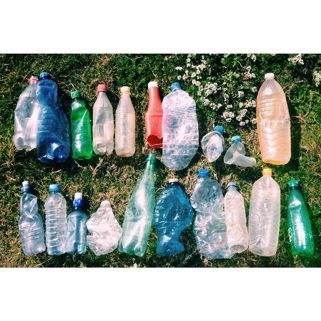 2 minute beach clean, 20 plastic bottles. http://t.co/QOvAlDra2X http://t.co/7C88yNyfck