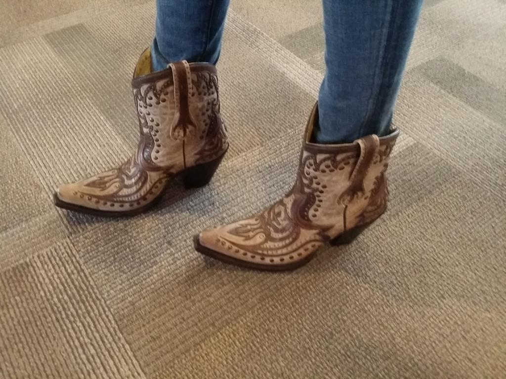 Look what I bought yesterday #Austin #Motogp #cowgirlboots.. When in Rome....  X http://t.co/yVAS0hpsnv
