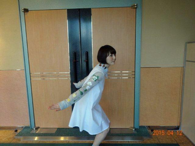 映画観てください、ライブいらしてください、コウノトリです。いや、このとうりです。本家は面白いんだからね!!!!次は初めての博多!! #hanazawa pic.twitter.com/NuRqAsJFW6