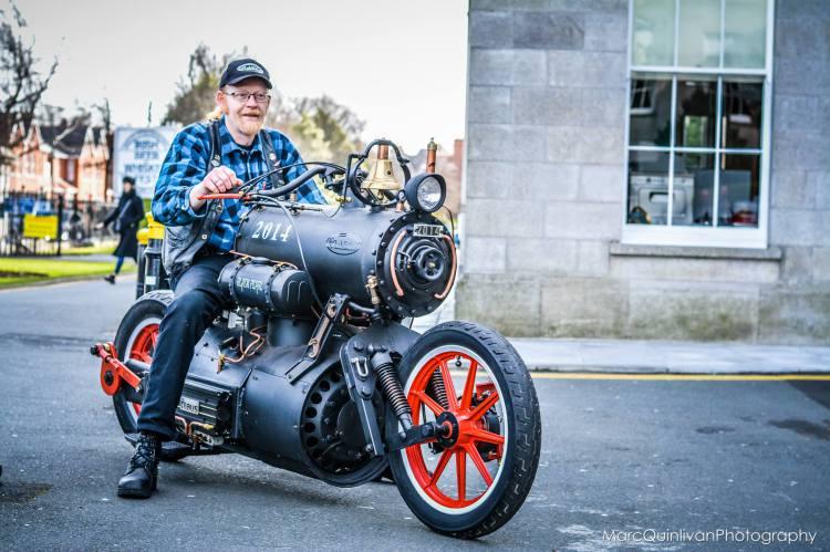 蒸気エンジンで走るバイクが出現!時代錯誤だけど無駄にカッコ良い - chu2.jp/post/8459/ pic.twitter.com/3Df08WSBcQ