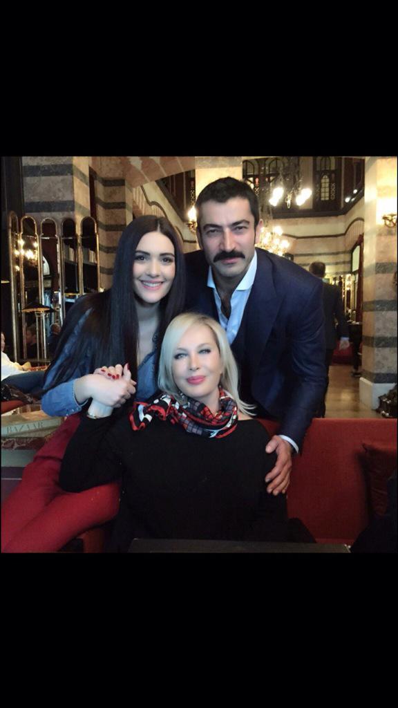 Emel Sayın , bergüzar Korel ve Kenan İmirzalıoğlu ile bir araya geldi.
