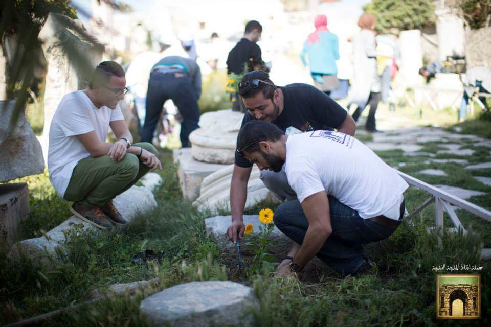 Young,old,big&small came out to plant small flowers at the old city Arch #tripoli  #savetheoldcitycampaign #libya http://t.co/eNMb6diWFf