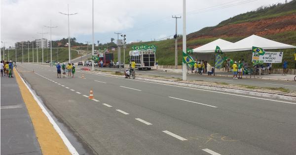Aproximadamente 100 mil manifestantes protestando agora em São Luís http://t.co/gABLXh1ZLt