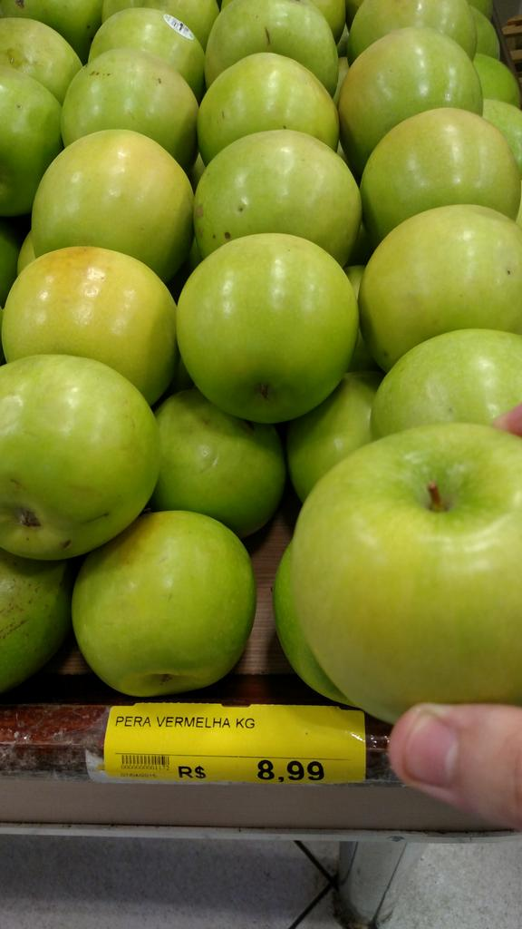 maçãs verdes com rótulo de