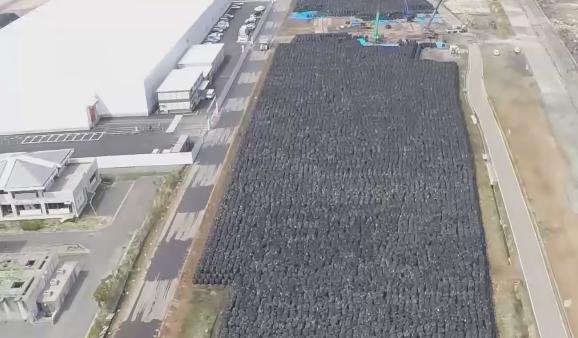 【本当凄すぎ】 RT @ktht4: 【凄まじいの一言です】 RT @datugennohi: 【驚愕】福島県の中間貯蔵施設がヤバ過ぎる件!物凄い量の放射能汚染土が広大な土地を埋め尽くす! http://t.co/55TjzQzSsV http://t.co/G7eufieZZY