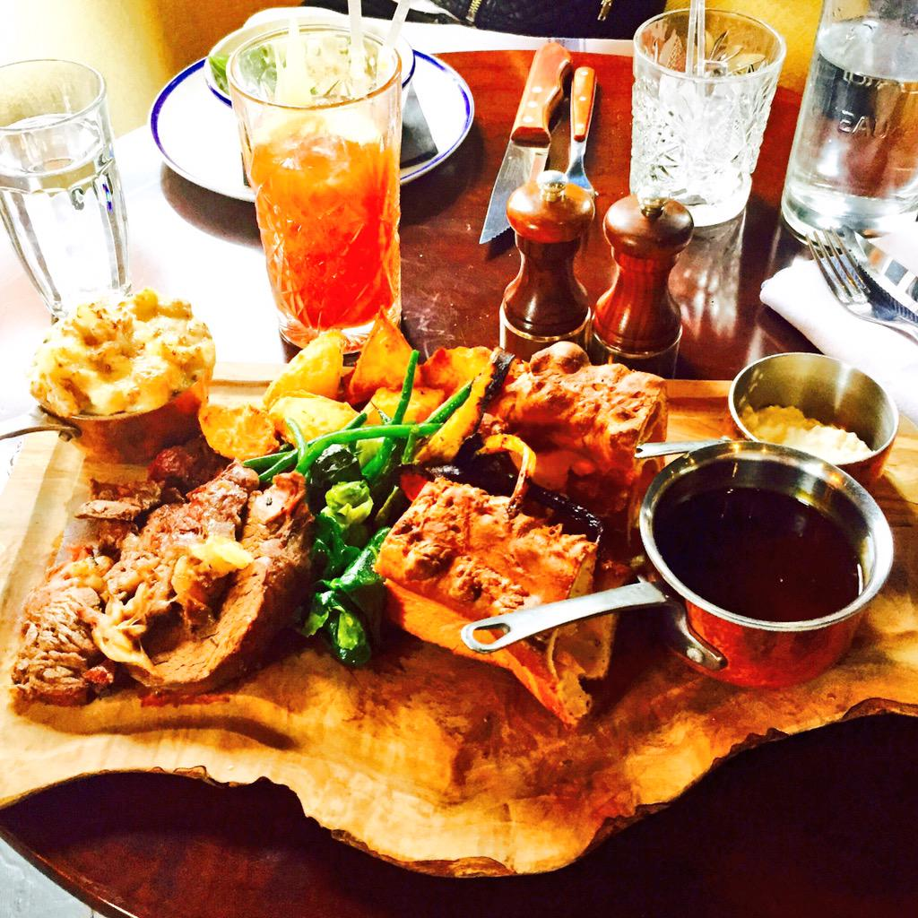 The best Sunday roast anywhere in london, hands down @WestThirtySix #westthirtysix #W36 http://t.co/HL1LgRv3zd