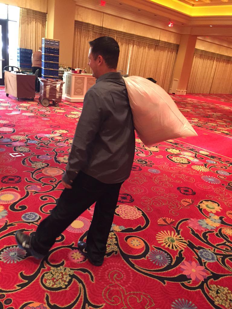ignacioriesco: Is @kalenjordan bringing the laundry to the #PreImagine ?? #sockmadness http://t.co/vR3U1e0VBV