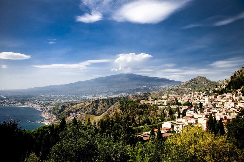 """Italy has literally nothing to offer"" @BuzzFeed's irony on Italy (and Etna) http://t.co/Zafw6Ujjdw @MarieTelling"