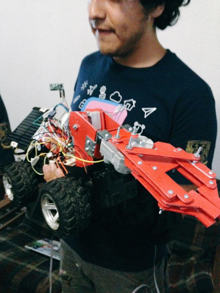 Dymos puede se controla desde aplicación móvil que además puede tomar muestras mediante un brazo robótico #spaceapps http://t.co/7piC8tiA9j