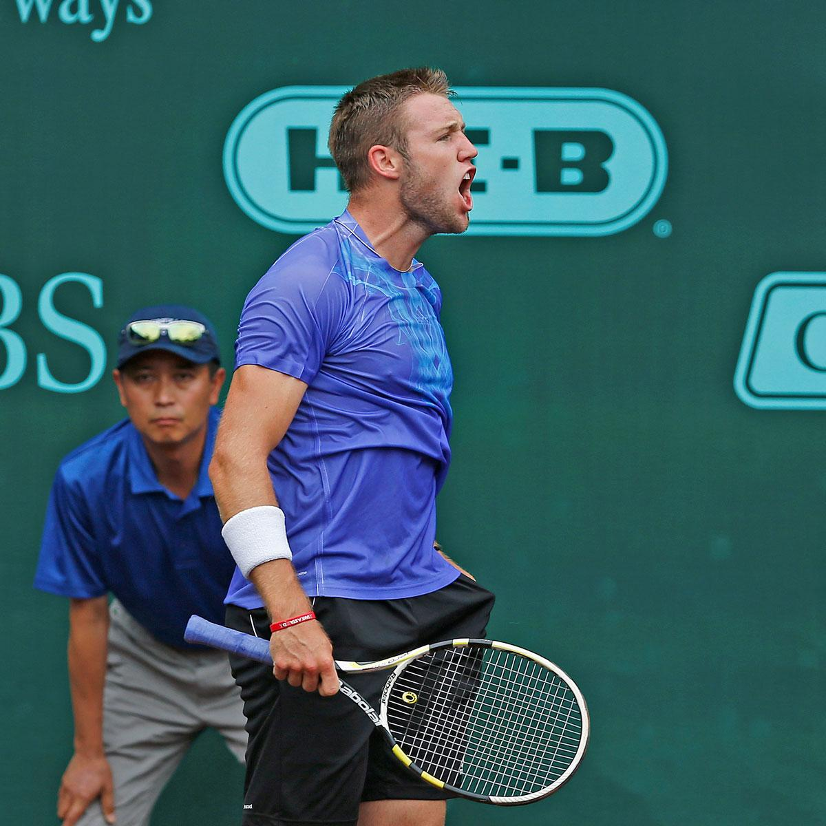 Jack Sock wins his 1st #ATP singles title with a 7-6(9), 7-6(2) victory of Sam Querrey. #USClay http://t.co/hmRIIxwTXR