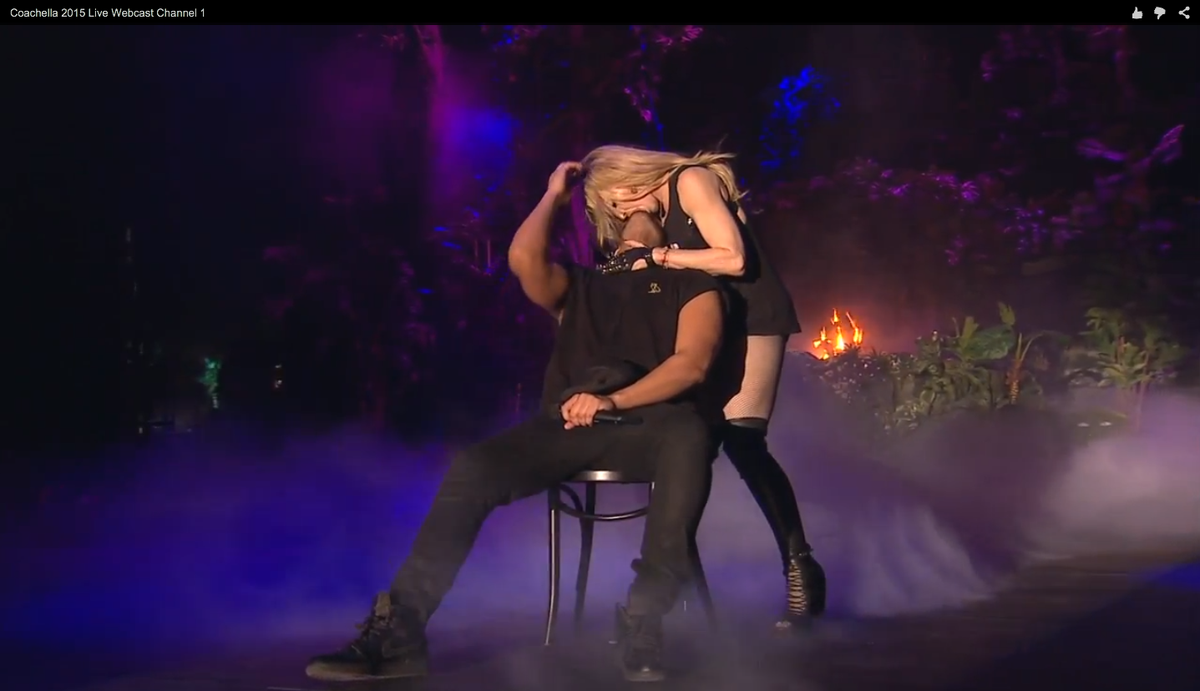 WHAT. THE. FUCK. JUST. HAPPENED? #MadonnaKeepYourTongueInYoMouthPls #PrayForDrake #CoachellaLive http://t.co/gA5TFMNQAl