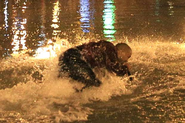 Kanye West was plucked to safety after mob of fans dived into lake after him at surprise gig http://t.co/D9I1LeDlie http://t.co/dKLRbPhOPk
