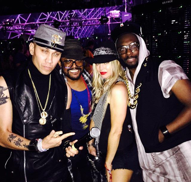 The Black Eyed Peas are back! In minutes at Coachella https://t.co/Khyc07wSUj http://t.co/GISbjaIM6Q