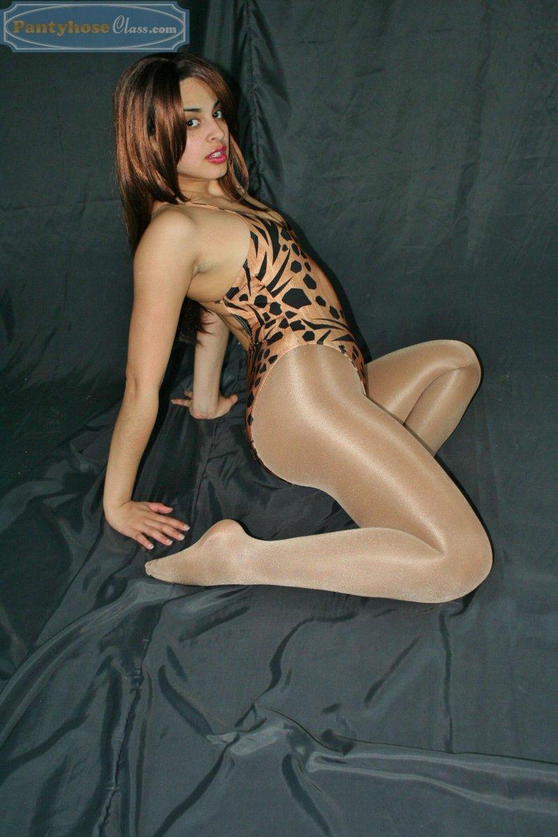 nylons-pantyhose-leotards-legs