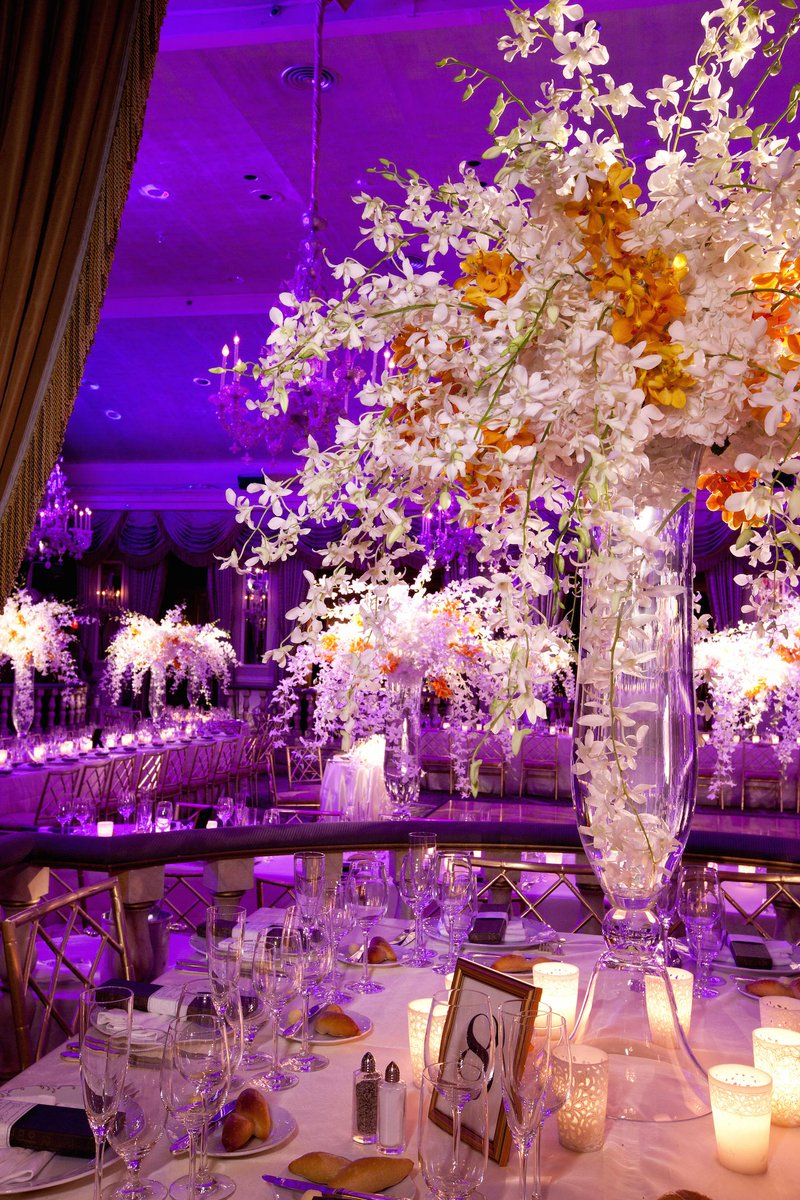 Orange mokara orchids provide an unexpected pop of color to this fun centerpiece! @GruberPhotoNYC @ThePierreNY http://t.co/S7QX49Cwkn