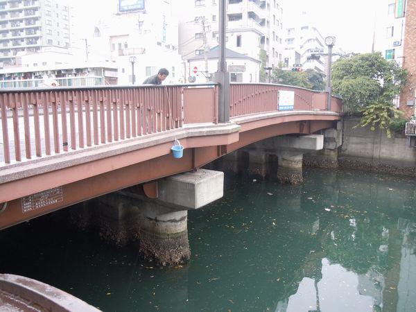 【おすすめ】横浜で一番おいしい川の水は?  帷子川、鶴見川、大岡川、境川を飲み比べ。ごはんも炊いた結果が悲惨すぎる⇒http://t.co/ZZi6Q9oLLX http://t.co/gLtPFmf0rO