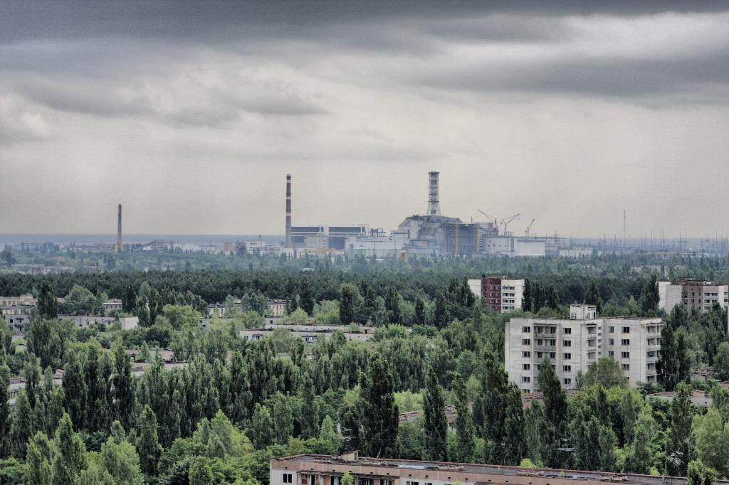 FOTO Pripyat la citta' fantasma e sullo sfondo la centrale di Chernobyl