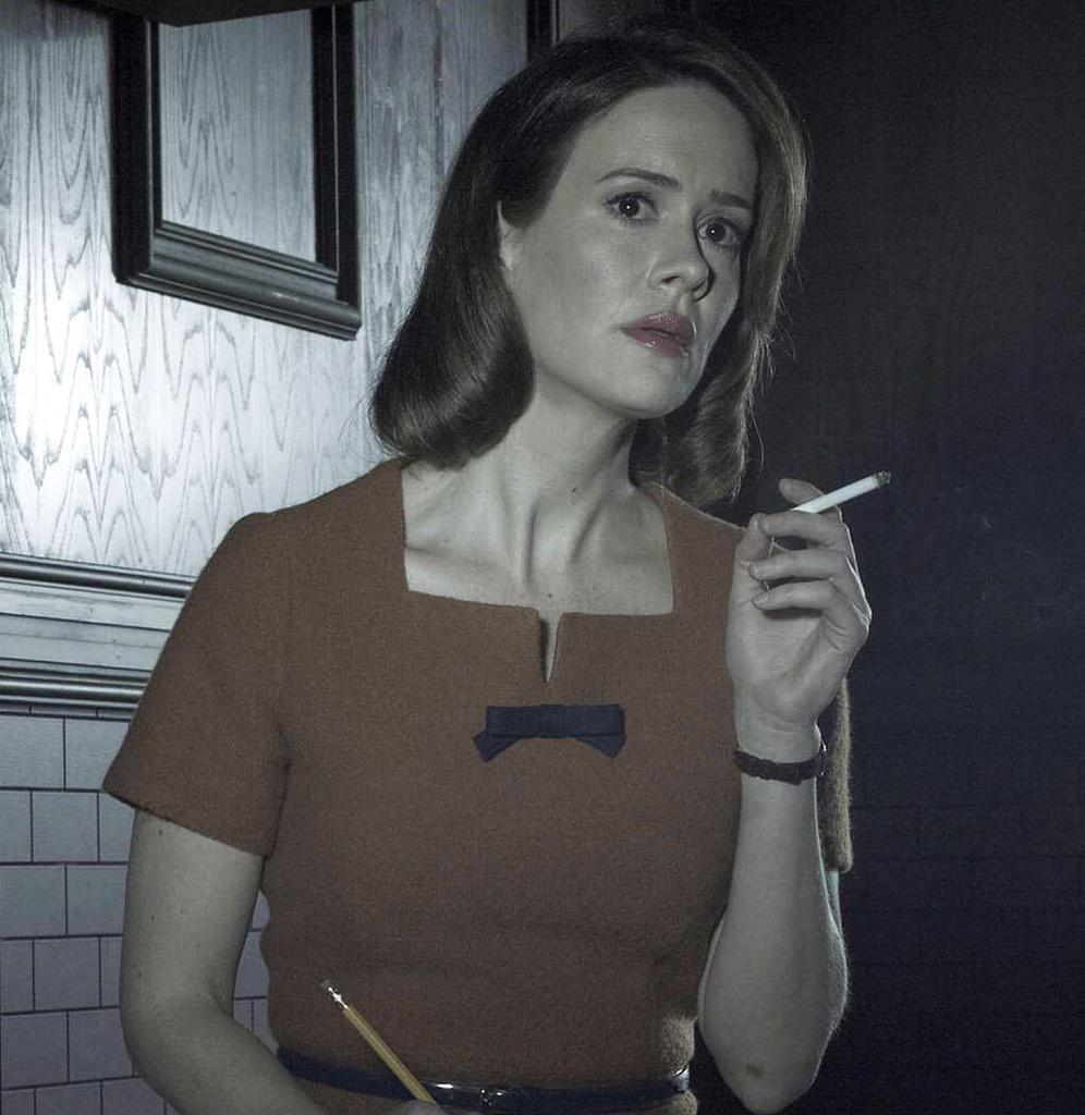 "Serie >> ""American Horror Story: Hotel"" - Página 6 CCgbR1YUMAIieJs"