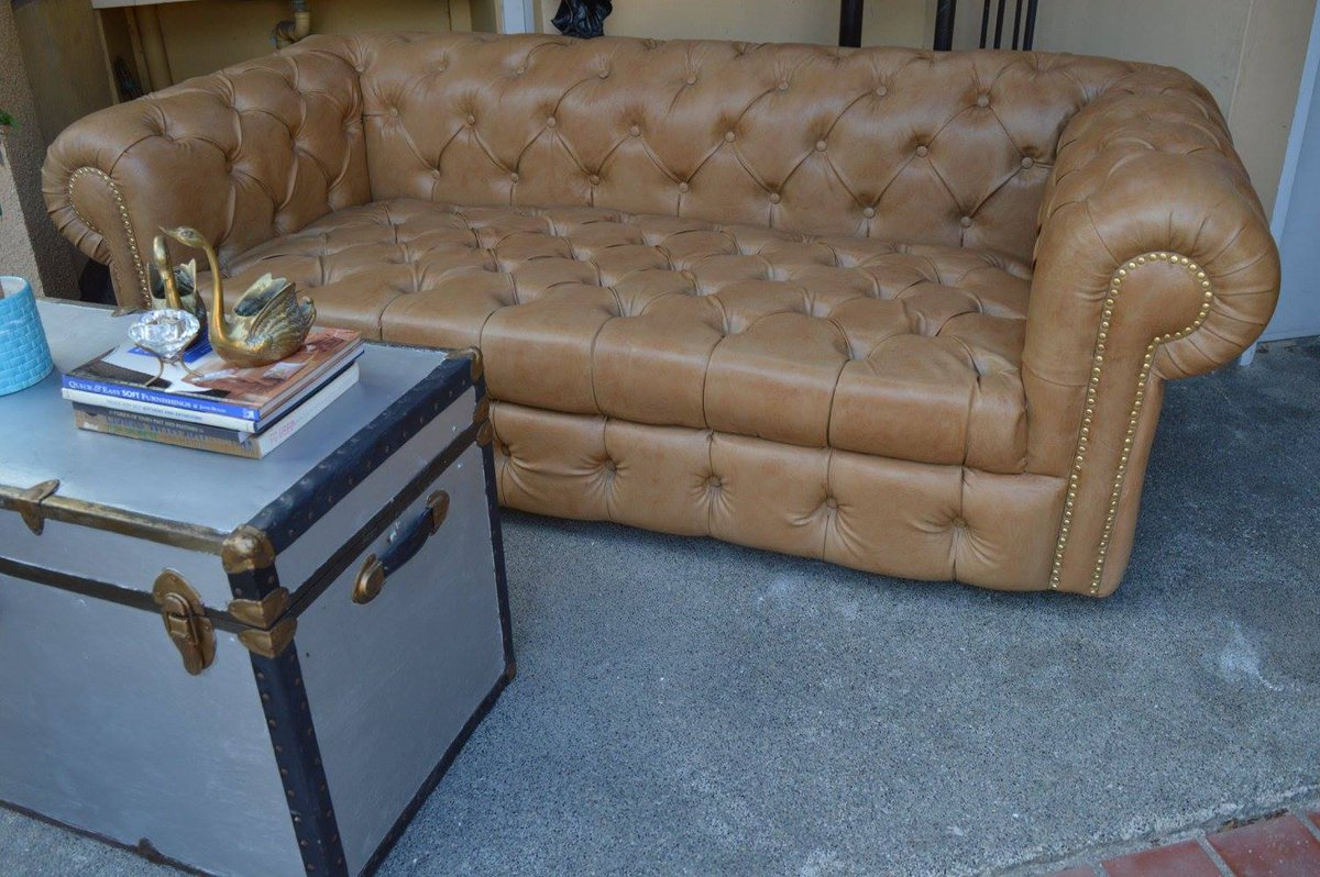 vintage hub vintage hub twitter custom made chesterfield inspired sofa at vintage hub chesterfieldsofa chesterfield tufted vintagepic com hymk1nb1xm