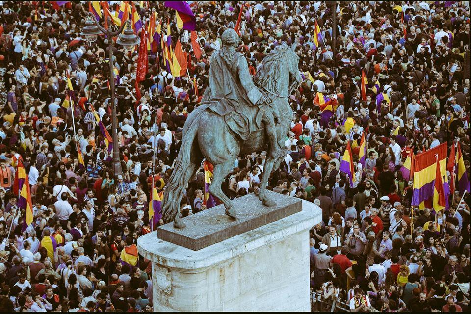 Y quiero, amor y música, y otra república... #14deAbril #VivaLaRepública http://t.co/I3Rel8x48W