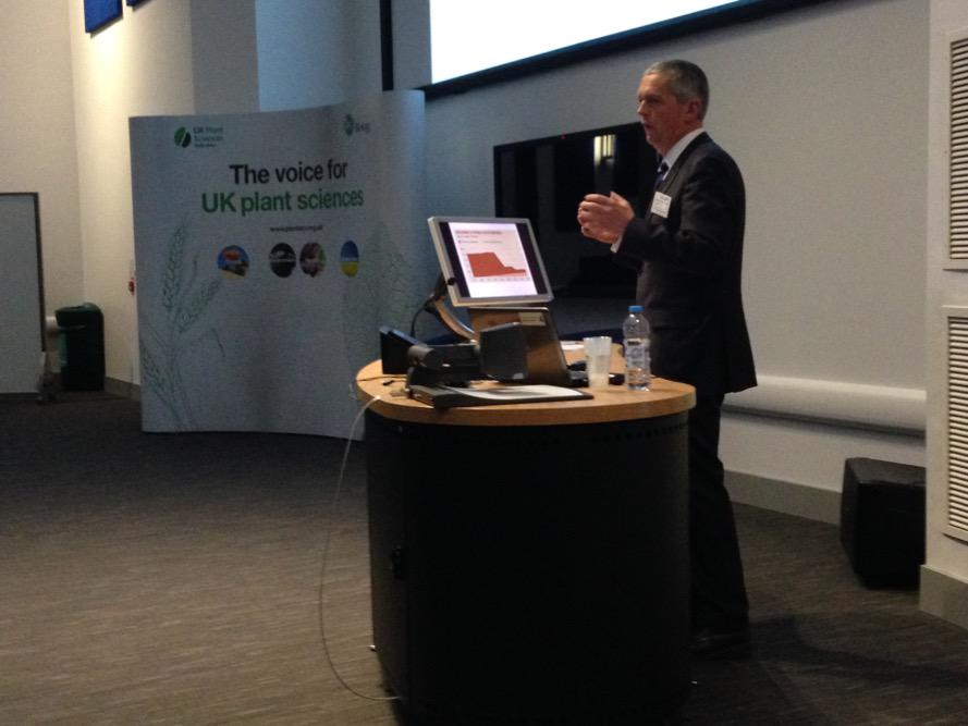 Guy Smith @NFUtweets giving a lively keynote talk @HarperAdamUni @UKPSF #plantsci2015 http://t.co/motl3GSEU7