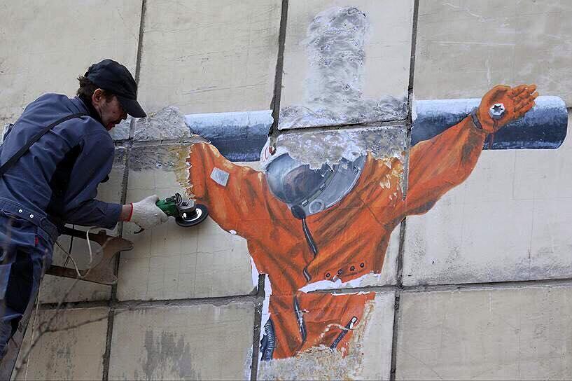 В Москве вновь полностью зачистили народный мемориал Немцову - Цензор.НЕТ 7623