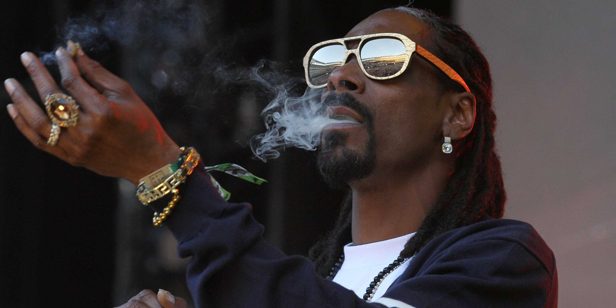 Snoop Dogg just invested in an Uber-for-weed startup, Eaze. http://t.co/COnGNsOiqx