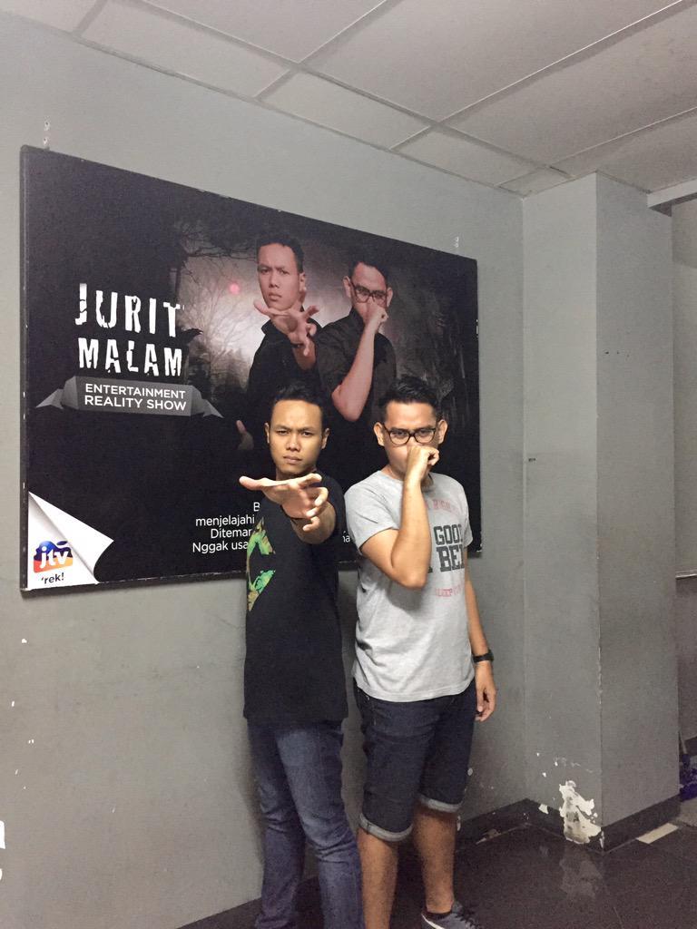 Setengah jam lagi, #duoGAMBRENG @juritmalam_jtv di @JTV_rek berrrrooooo sssiiiiisstt... http://t.co/G0O7btKn8q