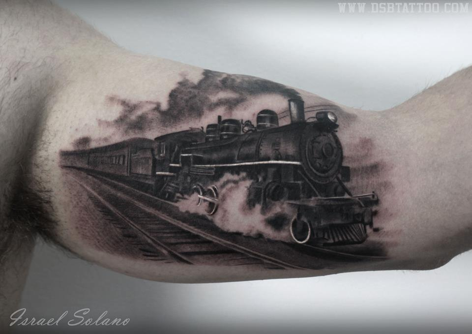 dsb tattoo on twitter locomotora locomotive train tren tattoo tatuaje realism realista. Black Bedroom Furniture Sets. Home Design Ideas
