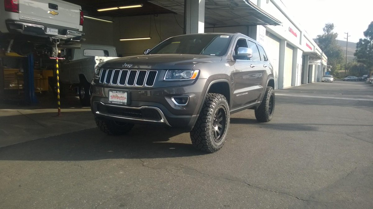 """2014 Jeep Grand Cherokee Lifted >> 4 Wheel Parts on Twitter: """"Brand new Jeep WK2 with Old Man Emu lift, @procompusa wheels and ..."""