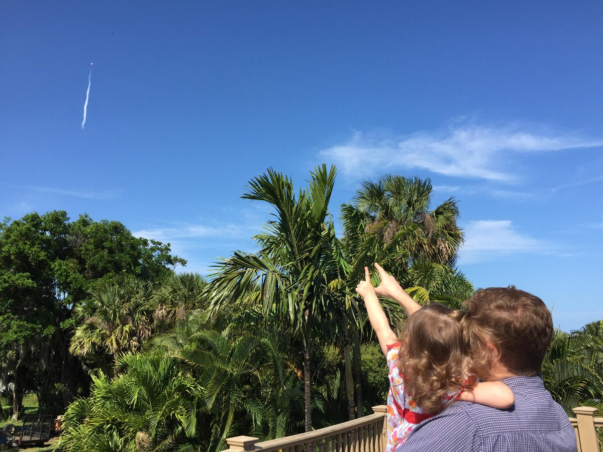 Daddy-daughter rocket launch pic #SpaceX #CRS6 http://t.co/yUD5XjPZ5q
