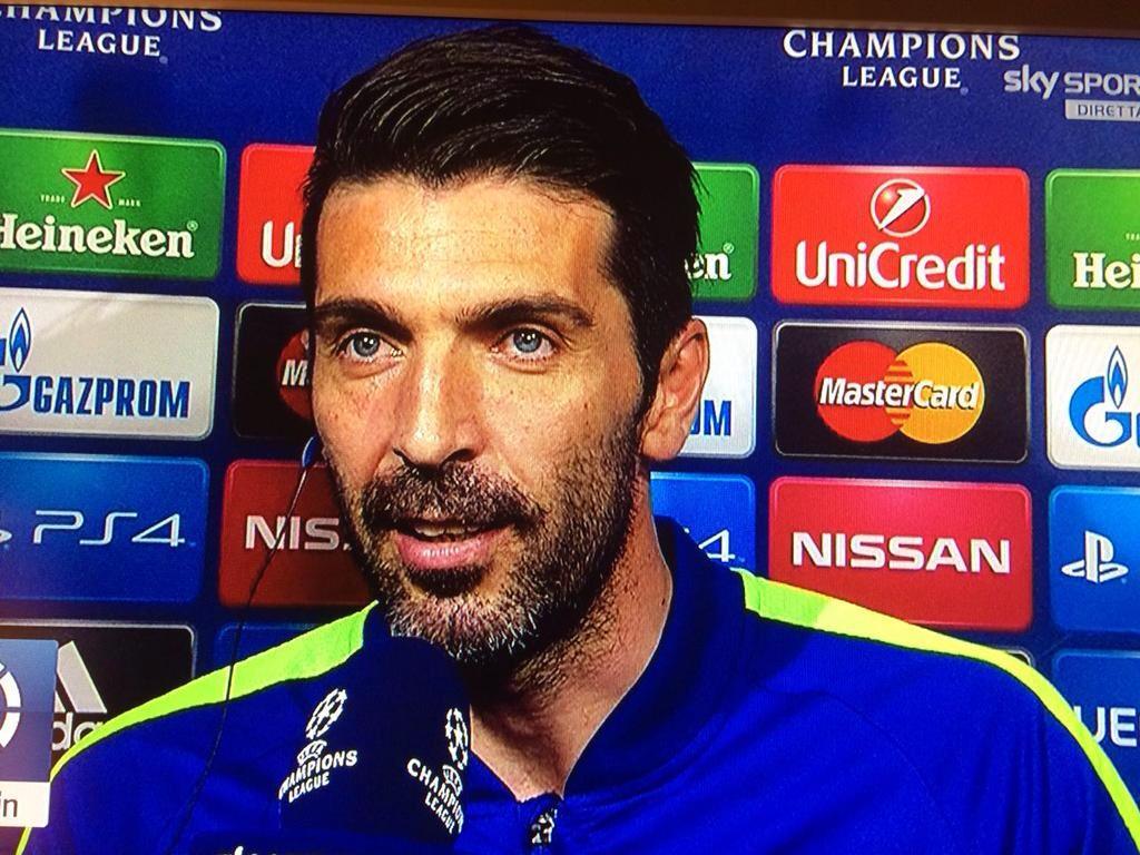 FOTO Gianluigi Buffon ai microfoni di Sky mentre si commuove nel dedicare la vittoria a Morosini e Quattrocchi