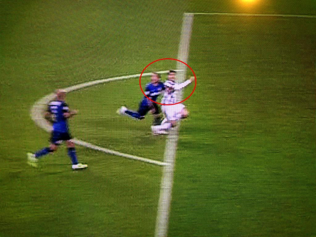 Rigore Juve-Monaco, fotogramma del fallo di Carvalho su Morata