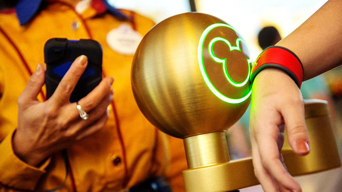 This is the real, untold story behind Disney's billion-dollar bet on MyMagic+  http://t.co/129eO6ESEr (a preview!) http://t.co/WmZ31BLO2f