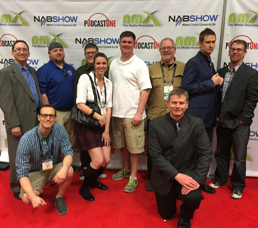 On the red carpet at #NMX @troyheinritz @H_Outsider @iamtherealbrian @Mardarrell @jasonmbryant and many more. http://t.co/S0SiJyMJim