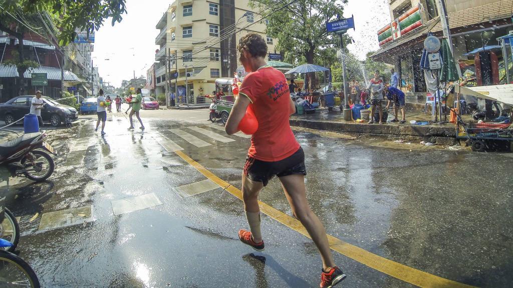 สงกรานต์ฟันรัน วันนี้สนุกมาก วิ่งแบบไม่เหนื่อยแถมเย็นสบาย :) http://t.co/l3cumpr5T6