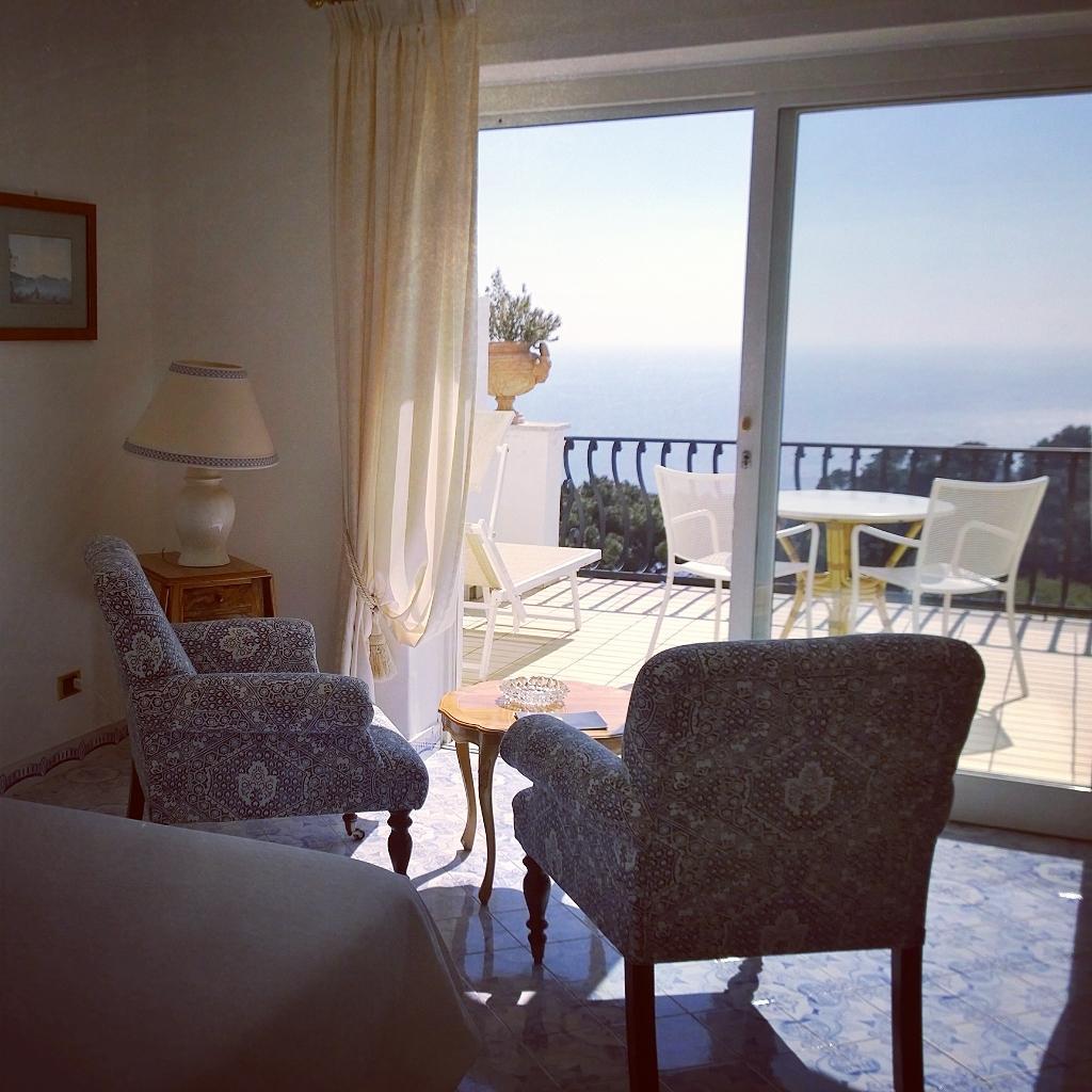 O hotel La Scalinatella Capri, preciso dizer alguma coisa?#Capri #hotellascalinatellacapri http://t.co/3bgSA1IkwH
