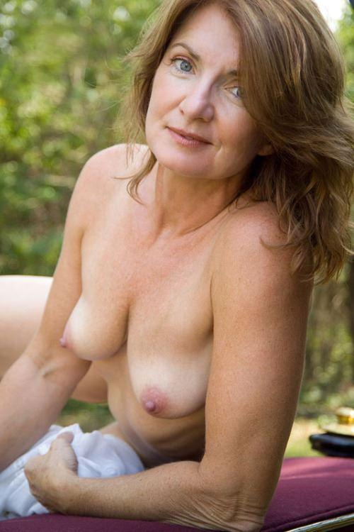 Looking women photo Average nude