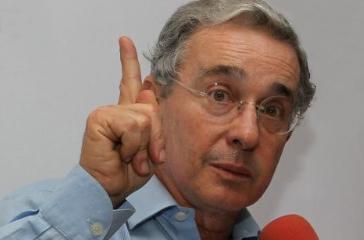 Uribe pide a Santos que 'no engañe' más al país con los diálogos de paz http://t.co/AOvg3Jkd48 http://t.co/RswMrFk0KK