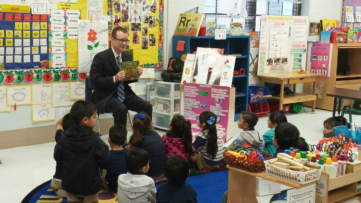 In honor of #woycworktogether Wednesday, we had guest readers in the classroom.  How did you celebrate @NAEYC #WOYC? http://t.co/sB9zOu4wFi