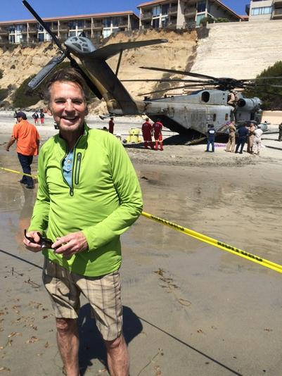 Walked right into the #DANGERZONE #SolanaBeach Marine helicopter emergency landing http://t.co/Ty160Y9ODx