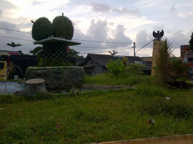 53 Gambar Tugu Durian Terlihat Keren